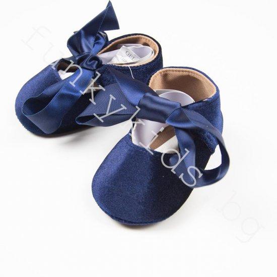 """Бебешки пантофки - буйки """"Синьо кадифе с панделка"""""""