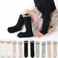 Черни чорапи с блестящо бяла панделка без пета