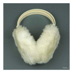 Бели ушанки с пух